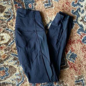 Lululemon highwaisted leggings w/ mesh side panel